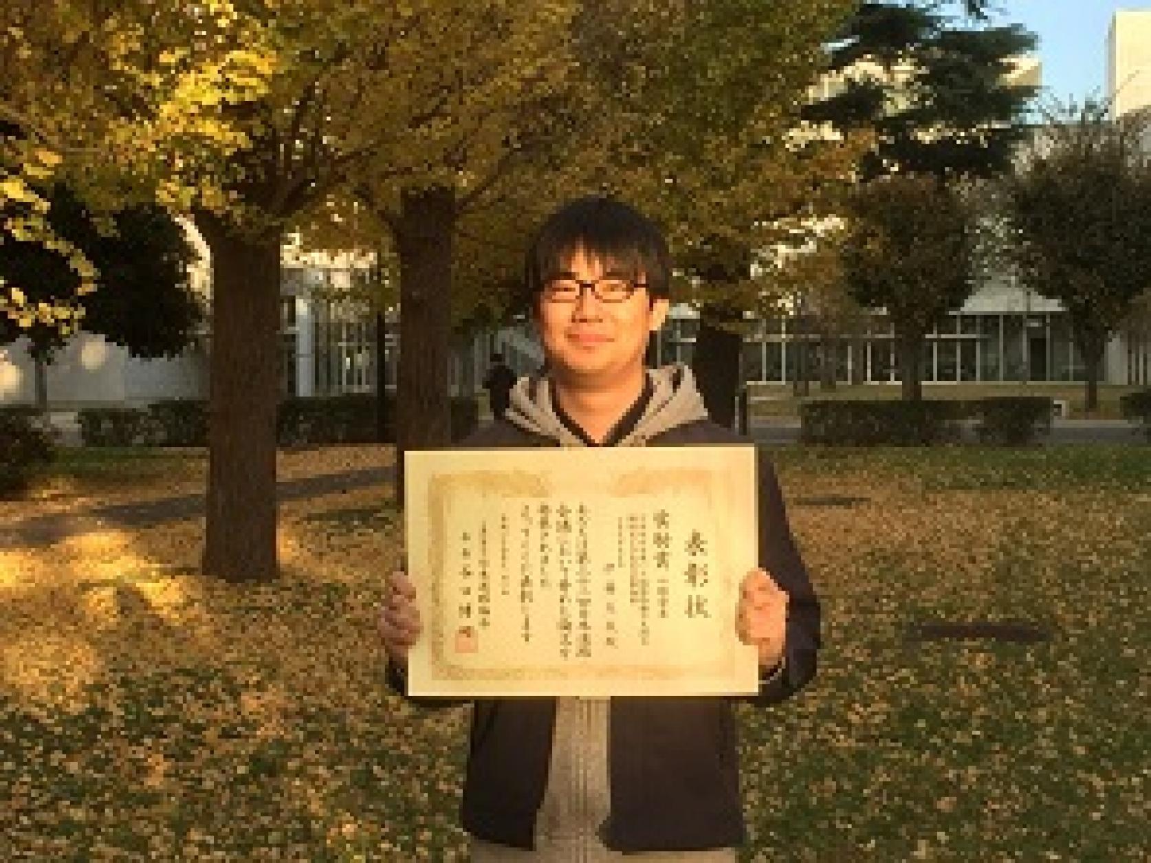 交通システム工学専攻2年の伊藤友哉さんが「第32回日本道路会議」において奨励賞を受賞しました。