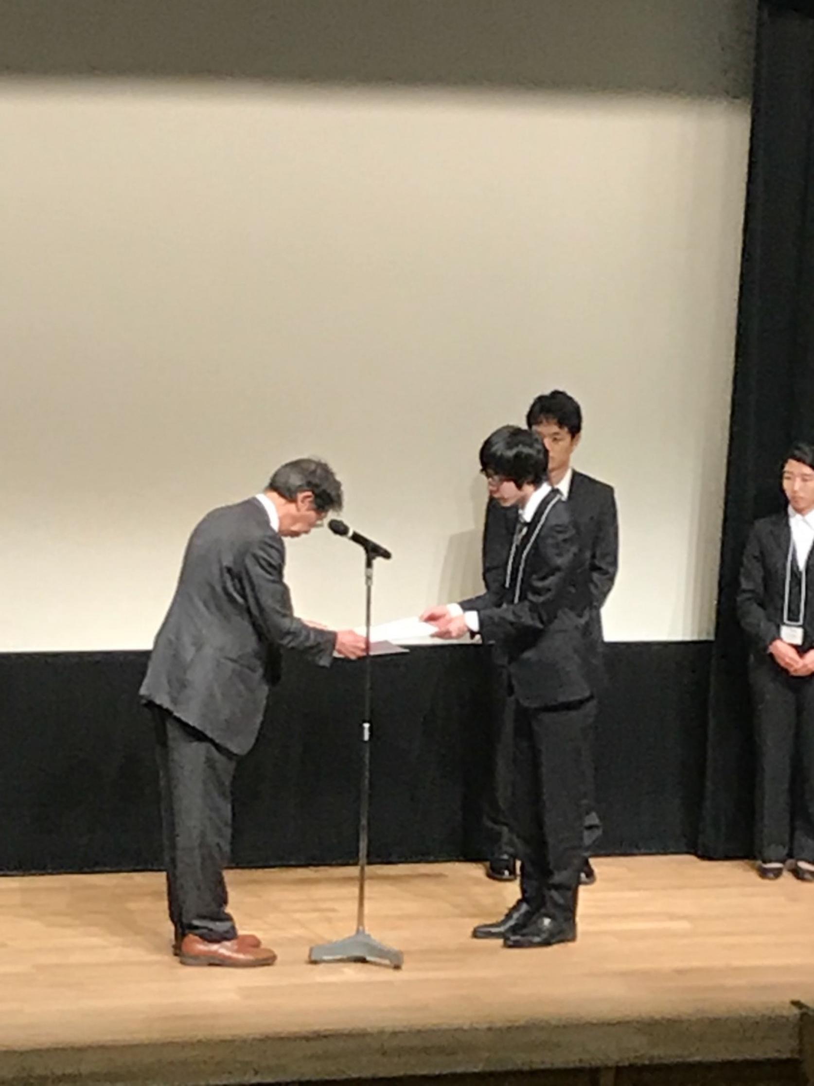 物質応用化学専攻1年の向後光亨さんが「無機マテリアル学会第135回学術講演会」において、奨励賞を受賞しました。