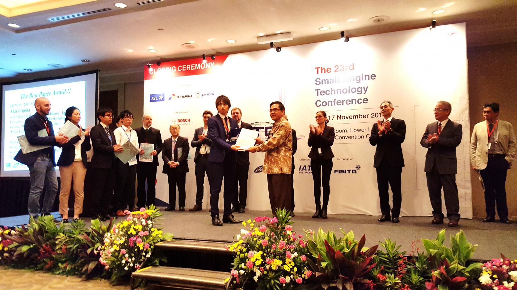 機械工学科の吉田幸司教授と飯島晃良准教授が、JSAE/SAE International Small Engine Technology Conference において、ダブル受賞しました。