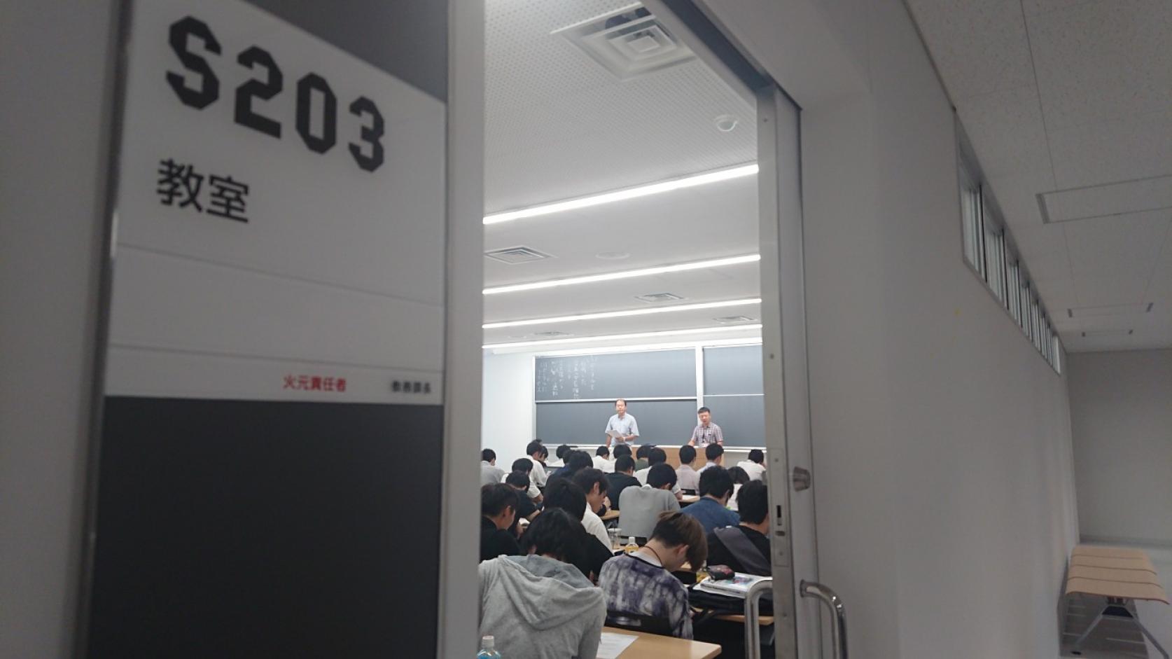 駿河台キャンパスに、地下3階地上18階の新校舎「タワー・スコラ」が誕生しました。駿河台の新たな教育・研究拠点として、本日から学生たちと共にスタートします。