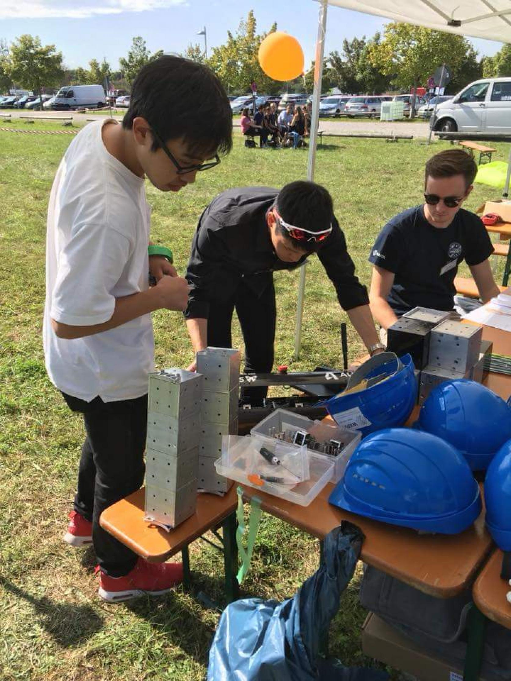 総合優勝!精密機械工学科 青木研究室の小池魁舟さん(4年)と荒川直輝さん(4年)が、ミュンヘン工科大学で開催されたEuSPEC2018(欧州宇宙エレベーター競技会)にて、総合優勝しました。