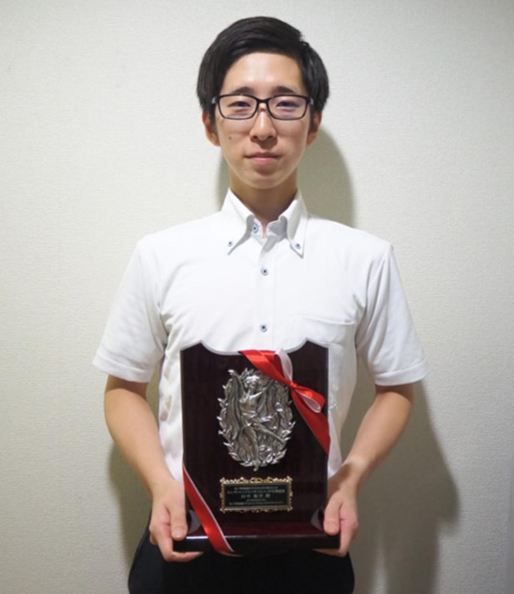 電気工学専攻平成29年度修了生である、田中和幸さんが「2018電子情報通信学会ソサエティ大会」において、エレクトロニクスソサイエティ学生奨励賞を受賞しました。