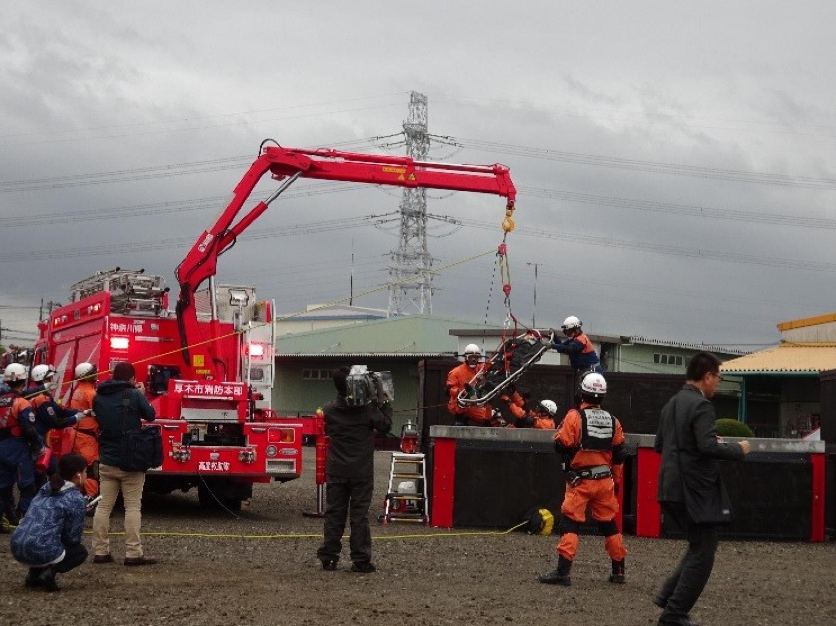土木工学科関文夫教授と建築学科宮里直也教授が設計監修した、国内最大規模の災害救助訓練施設が、神奈川県厚木市に完成。その模様がNHKニュースで放送されました。