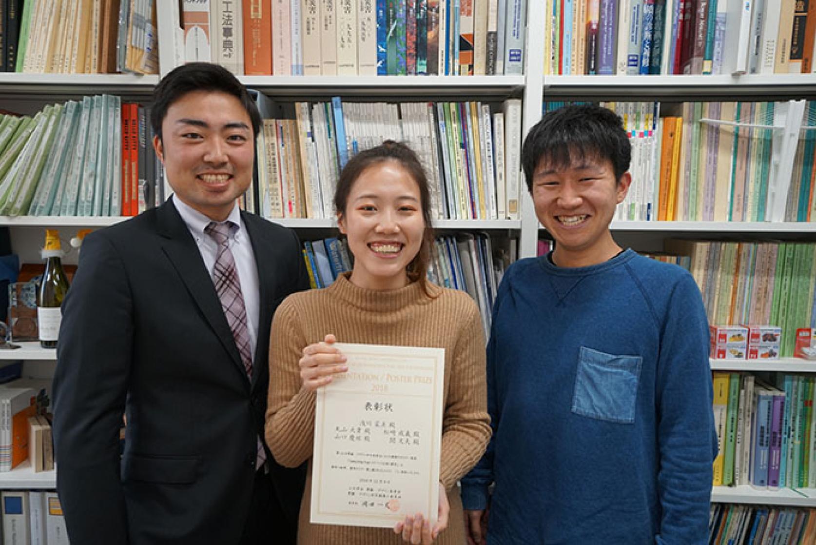 土木工学科の構造・デザイン研究室の学生達が「第14回土木学会景観・デザイン研究発表会」において、優秀ポスター賞を受賞しました。
