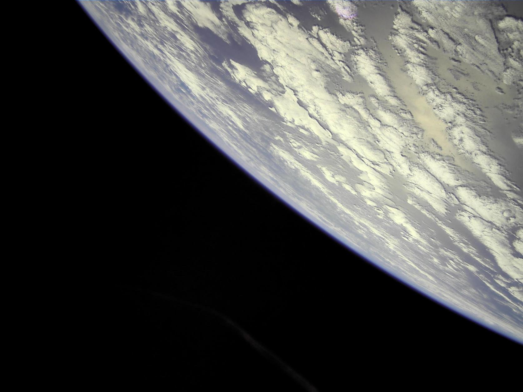 宇宙構造物システム研究室 人工衛星:NEXUS 宇宙からの写真届きました。
