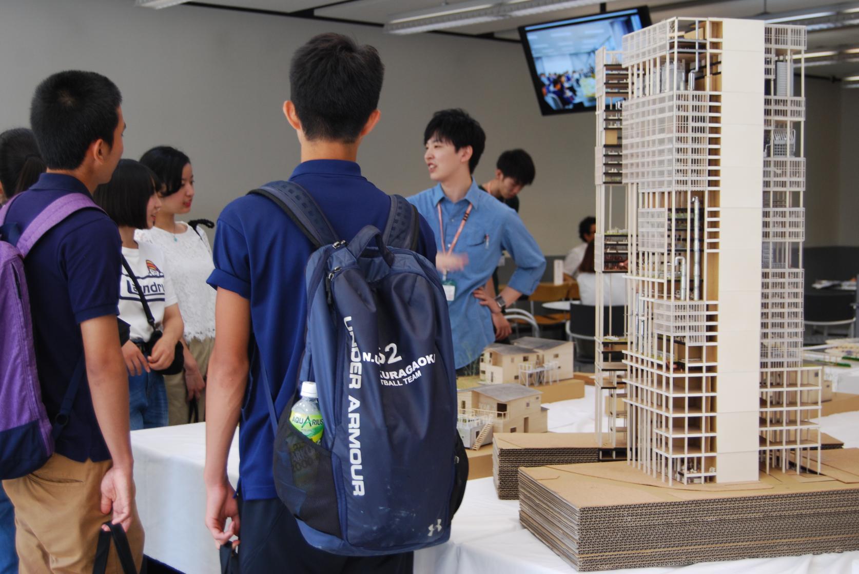 新校舎タワー・スコラ(地上18階 地下3階)での開催です!!<br>(大変混雑が予想されます。Webサイトにて事前受付をしていただきますとスムーズにご入場いただけます。)