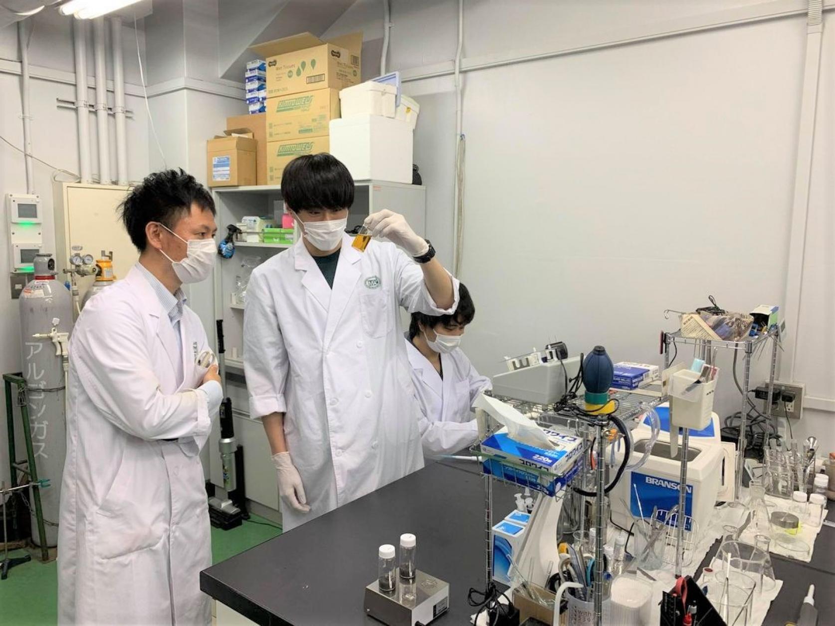 物質応用化学専攻博士前期課程2年の早川祐太郎さんが、「第72回コロイドおよび界面化学討論」においてポスター賞を受賞しました。